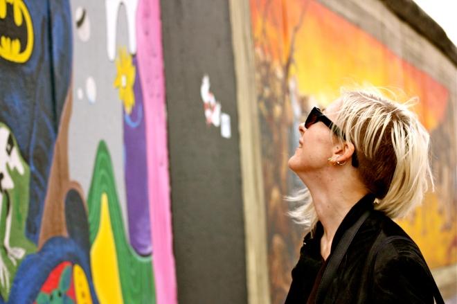 Suomalainen ystäväni ihmettelee muuria.