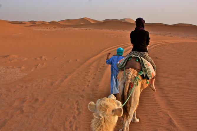 Sahara Marokko kameliretki
