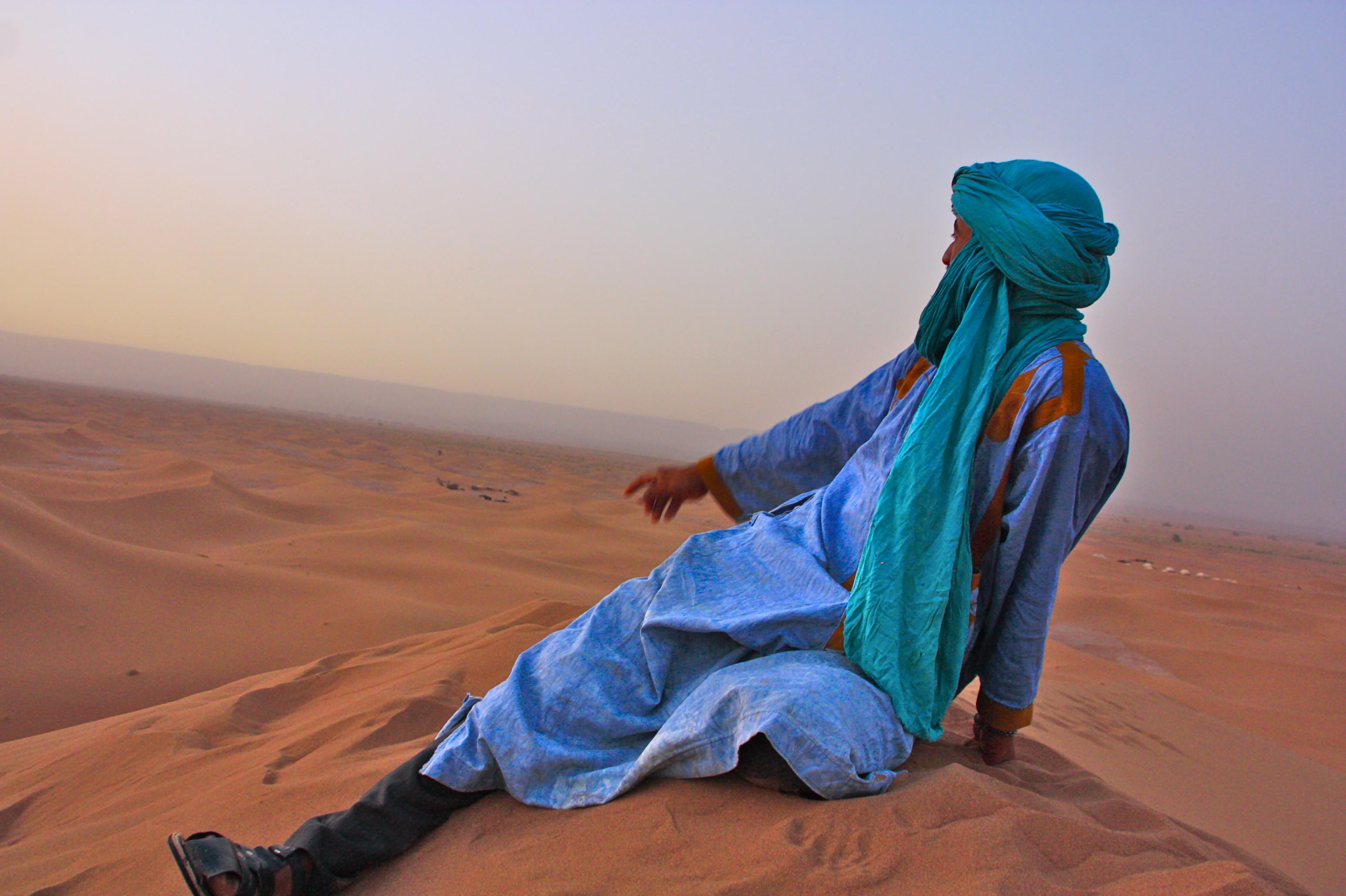 kamelilla saharassa